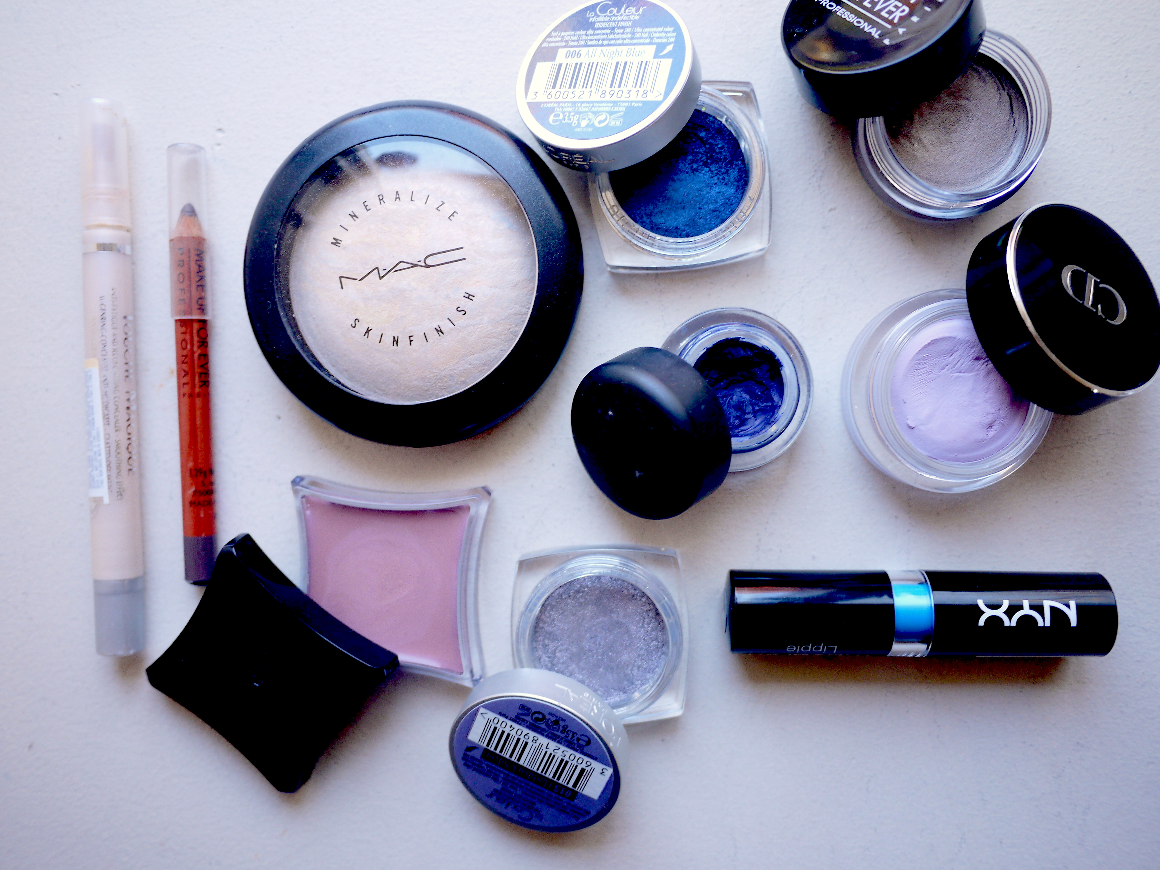 silver-blue-makeup-look