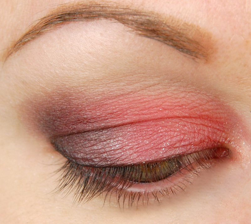 NYX-Sex-Bomb-Eyeshadow-Palette-review-look-2