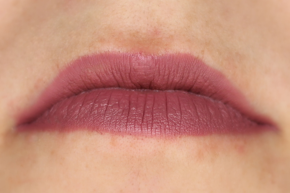 essence-longlasting-lipliner-in-lovely-frappuccino-05-swatch