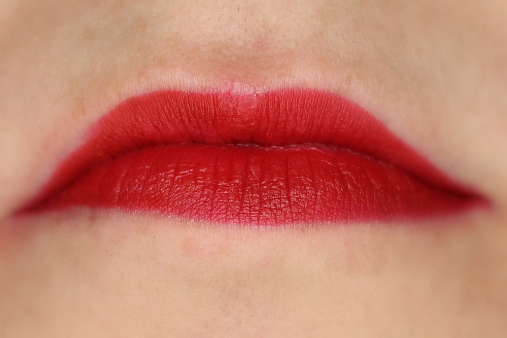 essence-longlasting-lipliner-in-ready-for-red-01-swatch